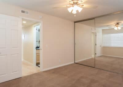 Big-bedroom-apartment-with-closet